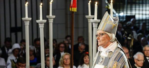 """Biserica suedeză cere preoților să nu mai folosească genul masculin când se referă la Dumnezeu: Se vor elimina termenii """"El"""" sau """"Domnul""""! În unele rugăciuni, Dumnezeu va apărea atât ca """"Mamă"""", cât și ca """"Tată"""""""