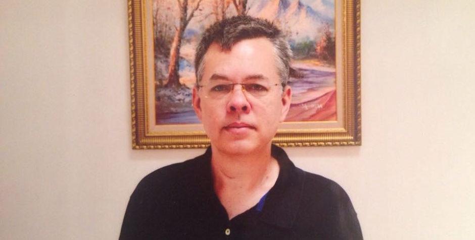 După o audiere care a durat 12 ore, pastorul american Andrew Brunson fost trimis, din nou, la o închisoare din Turcia