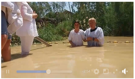 VIDEO: Botez in Iordan. Estera, Evelin si Eleora s-au botezat in locul in care s-a botezat Domnul Isus.