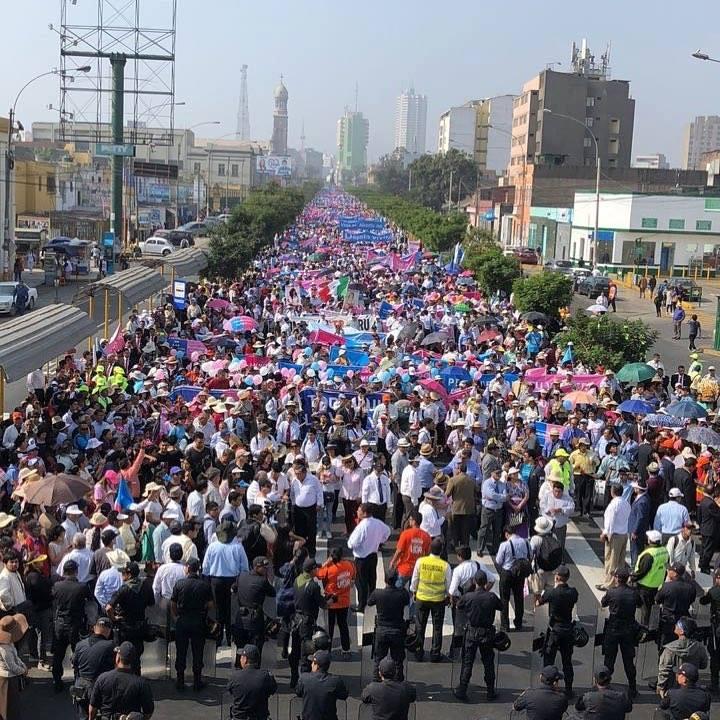 FOTO, VIDEO. Ce nu ai văzut la televizor: 800.000 de participanți la Marșul pentru Viață de la Lima, Peru