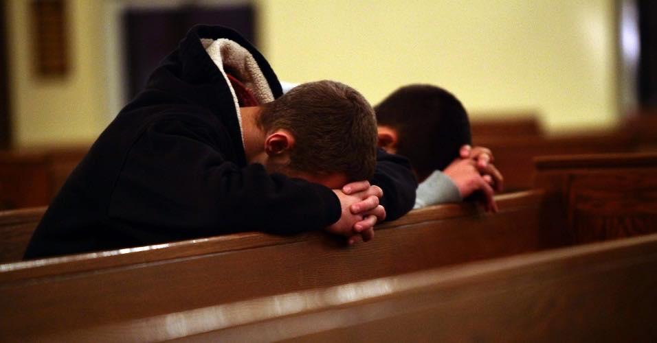 Nu merg la biserică, pentru că m-am dezamăgit în oamenii de acolo. Este important pentru un creștin să meargă la biserică?