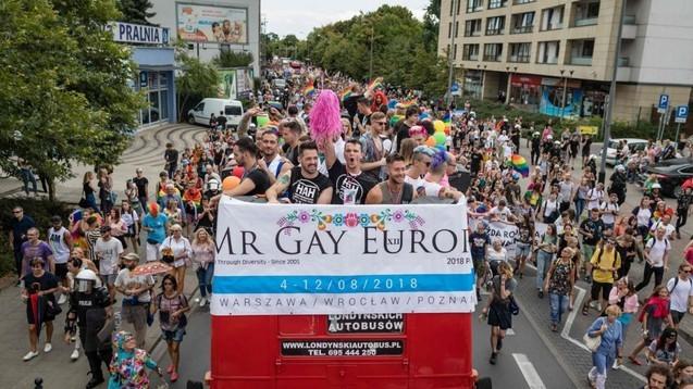 Polonia sfidează din nou UE: Este prea pro LGBT și mai puțin pro CREȘTINĂ