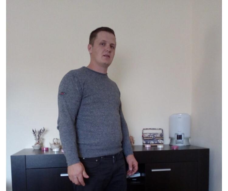 """Un penticostal din Arad a gasit 95.000 de euro într-un dulap second-hand cumpărat de pe internet. """"Eu cred că Dumnezeu m-a încercat să vadă cât sunt de legat de bani."""