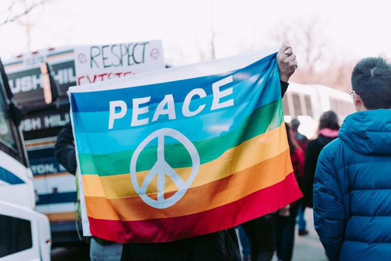 Sodomiții înregistrază noi victorii: Scoția a devenit prima țară care va preda în școli cursuri despre drepturile persoanelor LGBT