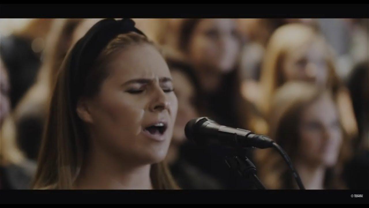 Teo Family – Deschideti Portile feat. Corul Râul Sfânt Londra [Official Video]