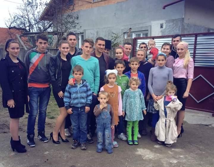 🙏Dumnezeu este Tatăl Orfanilor! Dumnezeu să binecuvânteze și să poarte de grijă orfanilor din familia Stefureac.