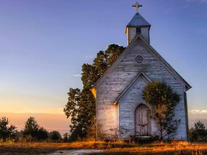 Tony Berbece: Ești Biserică sau bisericos?