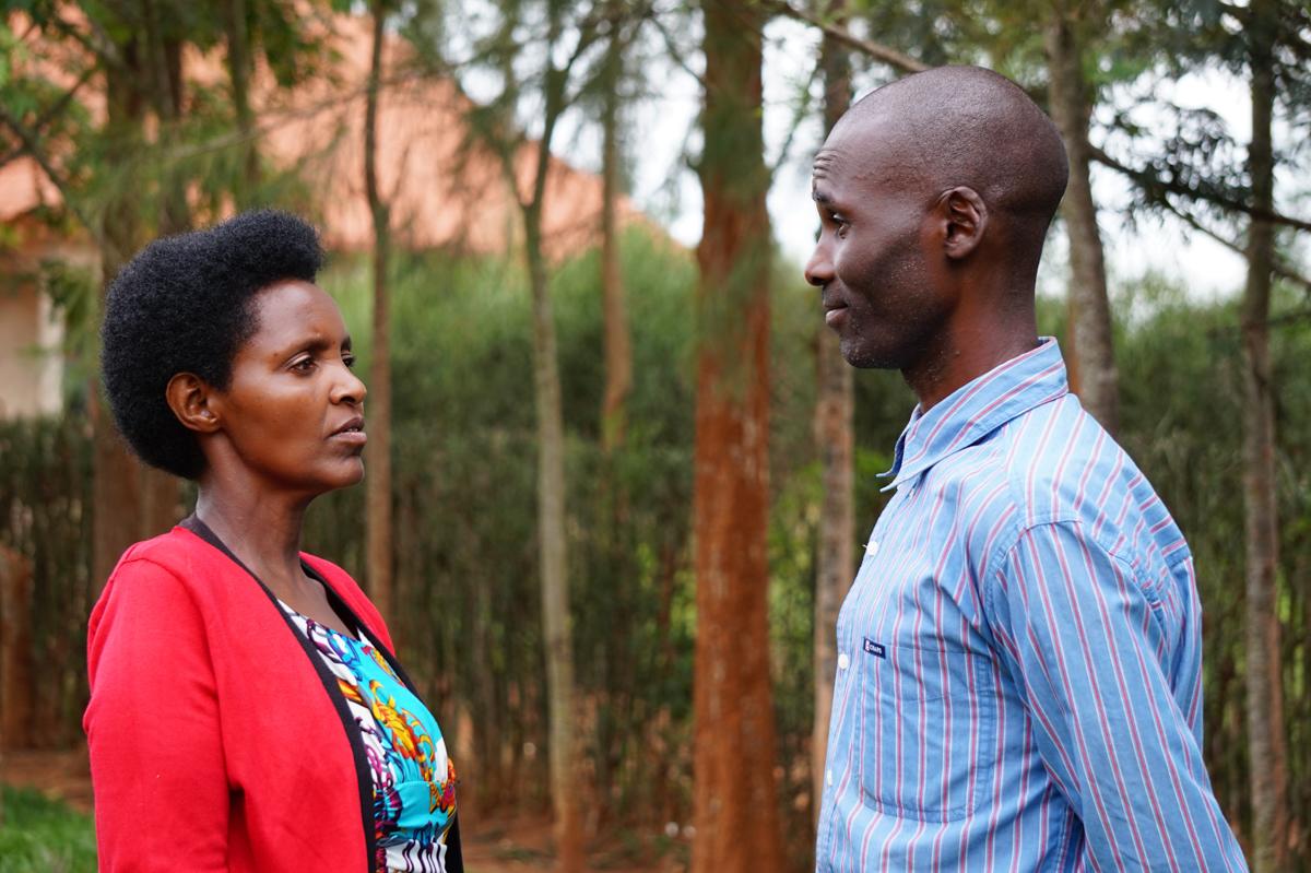 """""""Numai Dumnezeu mi-a dat putere"""": Supraviețuitoare a genocidului din Africa mărturisește cum l-a iertat pe omul care i-a tăiat copilul în două"""