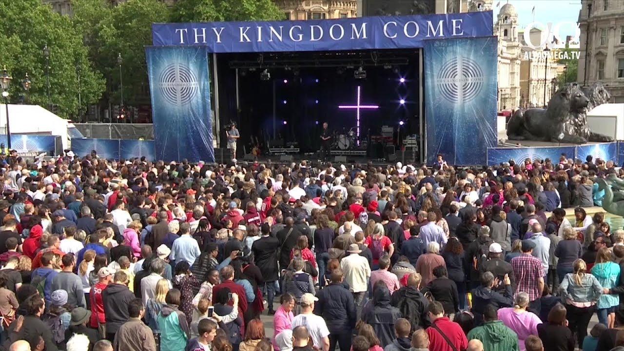 "Mii de crestini din Marea Britanie au participat la adunarile ""Vie Imparatia Ta"" la Trafalgar Square,"
