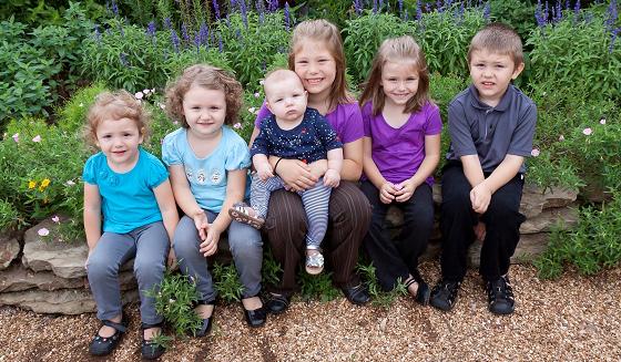 Să ne rugăm pentru familia îndoliată și pentru cei 5 frățiori (4 fetițe și un băiat) rămași în viață.
