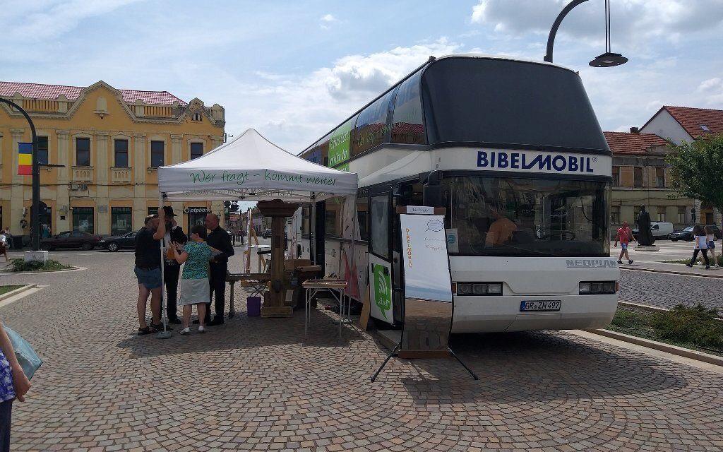 Autocarul Bibliei, în Piața Unirii Oradea
