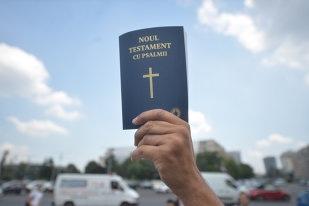 Pacienţii din spitalele bucureştene primesc peste 900 exemplare din Noul Testament cu Psalmii