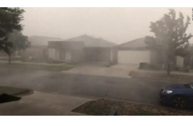 A plouat în Australia: Precipitaţiile nu au stins incendiile de vegetaţie, dar au ajutat pompierii să le controleze. VIDEO