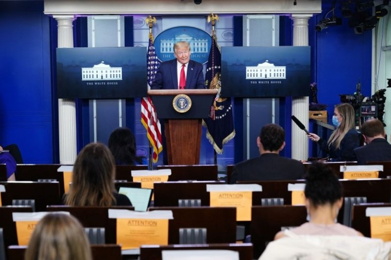 Donald Trump: Declar Bisericile locuri ESENȚIALE care oferă SERVICII ESENȚIALE. Deschideți Bisericile!