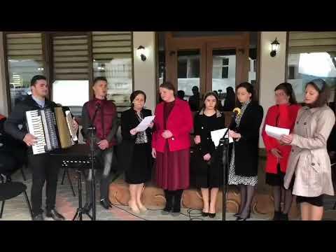 Grup de tineri din Biserica Nr 1 Vicovu de Sus: La poarta cea frumoasa sta ologul