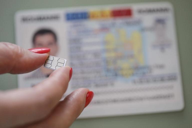Românii vor putea folosi buletinul electronic cu cip. Legea a trecut de Parlament. Care vor fi funcțiile acestuia
