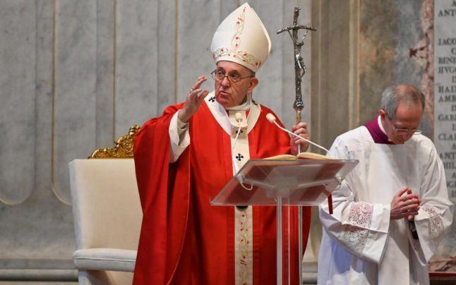 """Rugăciunea """"Tatăl Nostru"""" în versiunea modificată intră în vigoare începând de duminica viitoare, pentru slujbele catolice"""